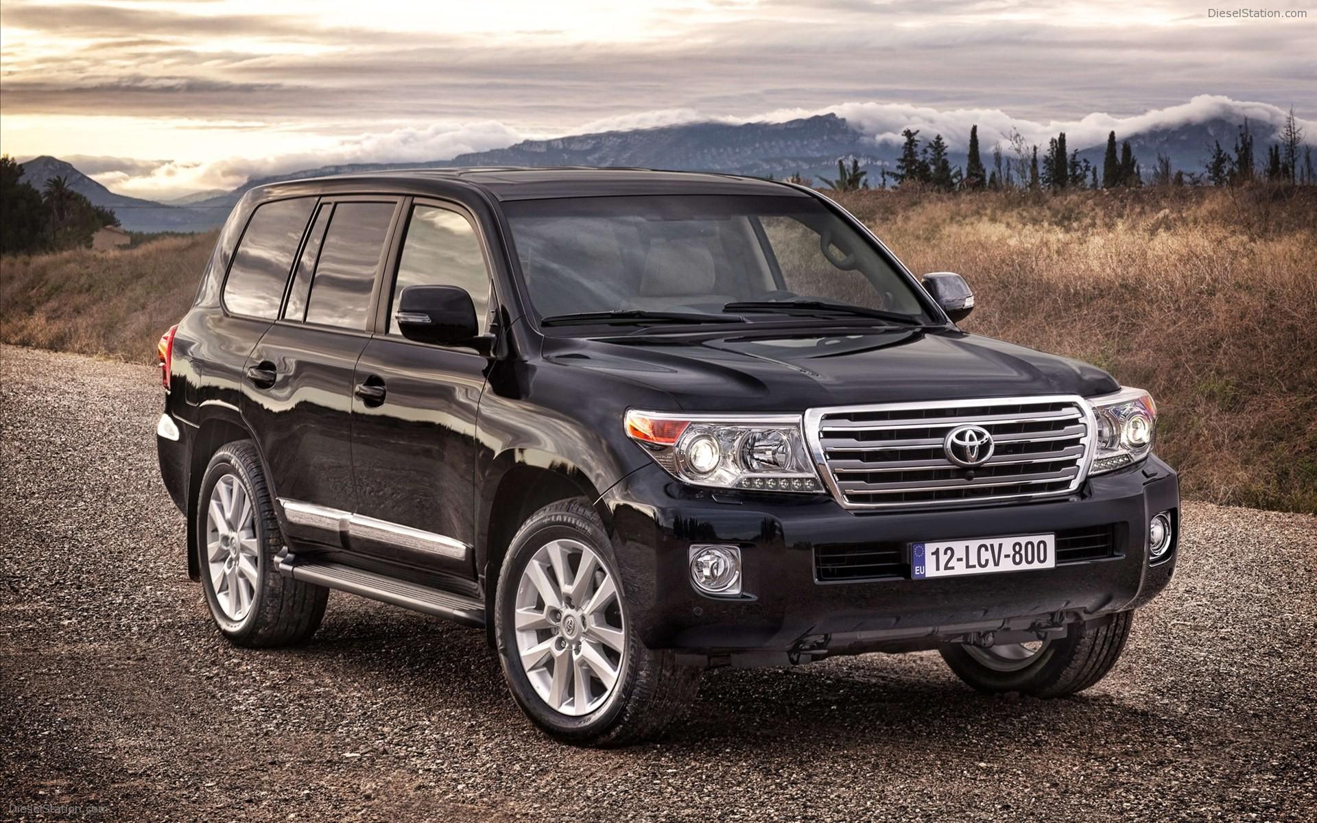 Toyota-Land-Cruiser-V8-2012-widescreen-02